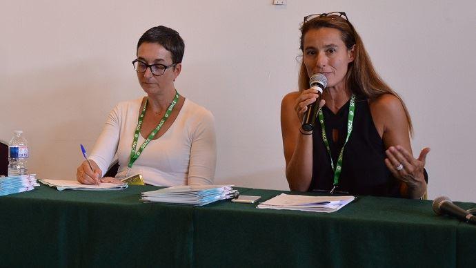 Valérie Webber-Haddad, de l'Ademe et Anne Lafferravie, de GRDF, ont expliqué l'importance de communiquer dès l'émergence de son projet pour le faire accepter par ses concitoyens. (©Cécile Julien)