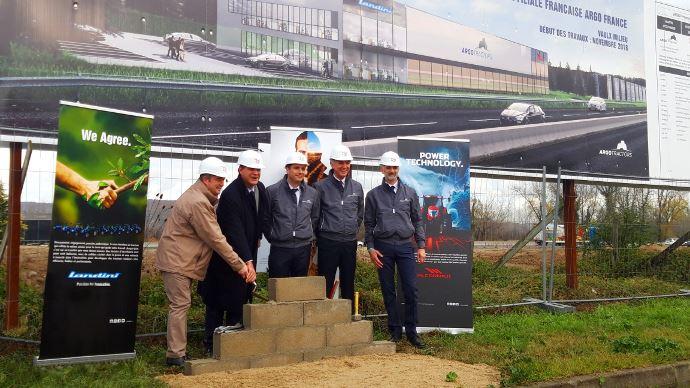 Les dirigeants du groupe Argo Tractors ont lancé la construction de leur filiale française à Vaulx-Milieu en Isère. (©Argo Tractors)
