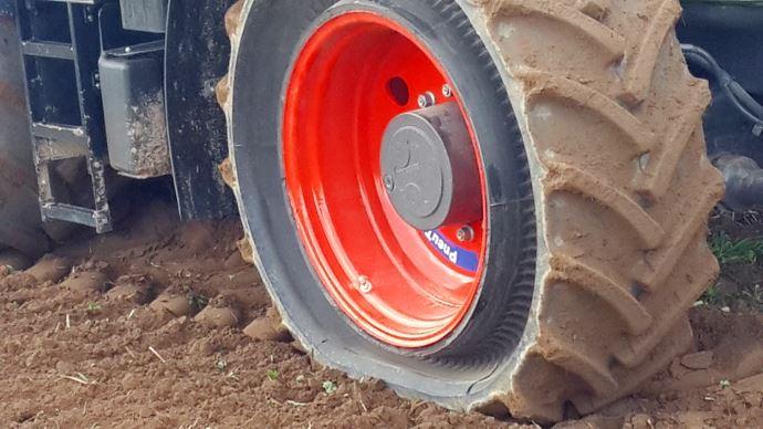 Le pneu Cup Wheel est capable de travailler à plat pour terminer la journée. (©Galileo Wheel)