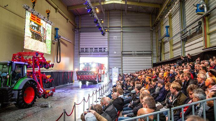 Grimme a présenté plus de 100 machines aux agriculteurs et concessionnaires présents à l'usine de Damme. (©Grimme)