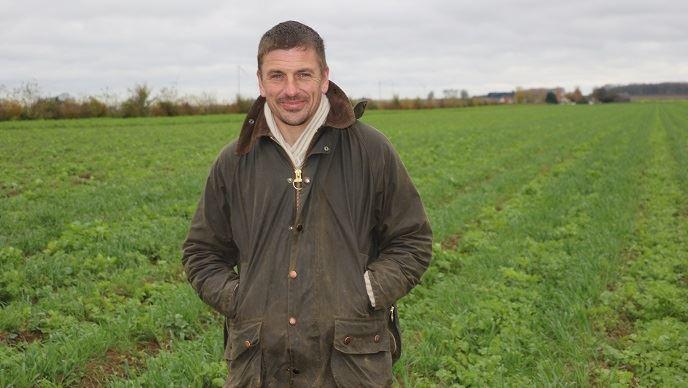 Pour les plantations de pommes de terre 2019, Éric Proot teste le pré-buttage d'automne sur une parcelle.  (©TNC)
