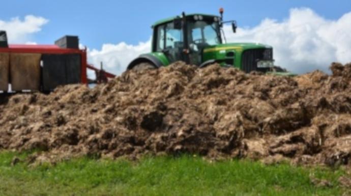 Les dépôts d'effluents solides au champ doivent respecter certaines conditions pour répondre à la réglementation en vigueur. (©TNC)