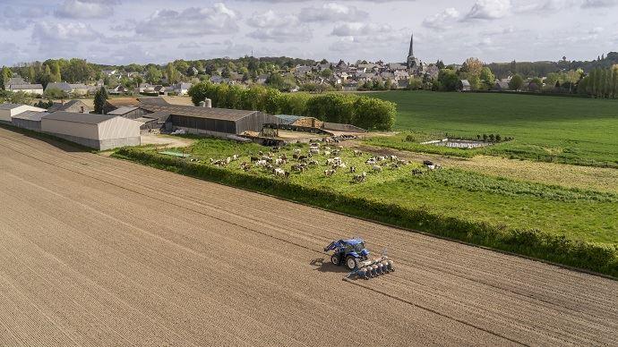 L'artificialisation des terres agricoles, à son rythme actuel, ferait disparaître le foncier agricole français en 500 ans. (©Watier Visuels)