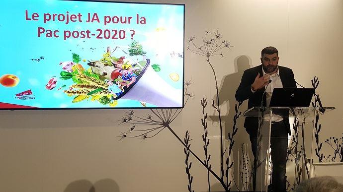 Jérémy Decerle, président de Jeunes agriculteurs, a présenté le projet de son syndicat pour la Pac post-2020, lors du Salon de l'agriculture. (©TNC)