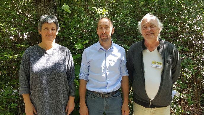 De gauche à droite, Véronique Marchesseau (Morbihan), Nicolas Girod (Jura) et Jean-François Périgné (Charente-Maritime) ont été élus respectivement secrétaire générale, porte-parole et trésorier de la Confédération paysanne. (©TNC)