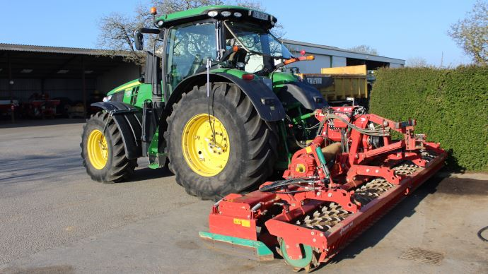 Les tracteurs de la SARL Bridonneau bénéficient de pneumatiques basse pression depuis 2001. (©Paul Renaud)