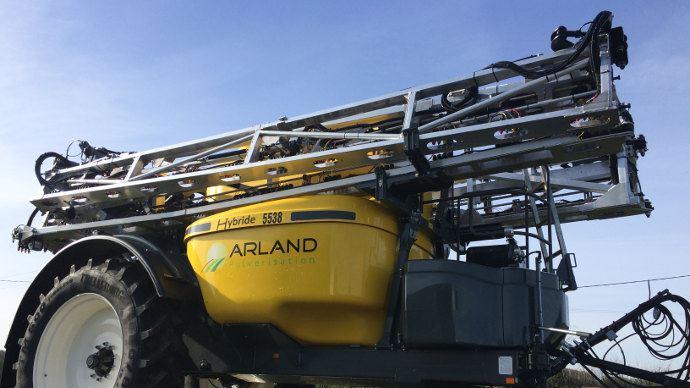 Arland Hybride avec une cuve de 5500 litres et une rampe de 36 mètres. (©Cécile Julien)