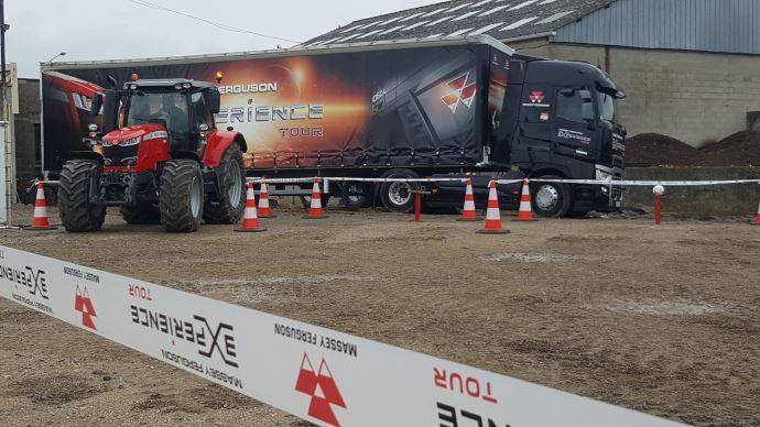 Le convoi du MF eXperience Tour 2019 regroupe trois poids lourds qui transportent les structures. (©TNC)