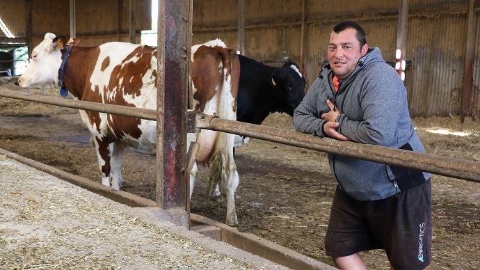 Sébastien Bonamy explique: «La morphologie et la longévité sont indissociables. On sélectionne principalement sur les pattes, la mamelle et la solidité. En gros, on veut des vaches «BB» : belles et bonnes! Même sur des vaches à index, il faut de la morpho.» (©TNC)
