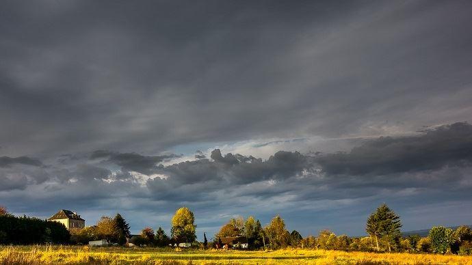 Le ciel sera très chargé et chaotique ce vendredi jusqu'à la mi-journée selon Météo France. Des orages devraient se multiplier dans l'après-midi. (©Pixabay)