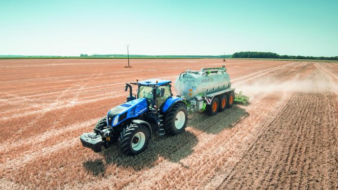 Le T8.435 Genesis développe 400 ch et bénéficie d'une transmission full powershift. (©New Holland)
