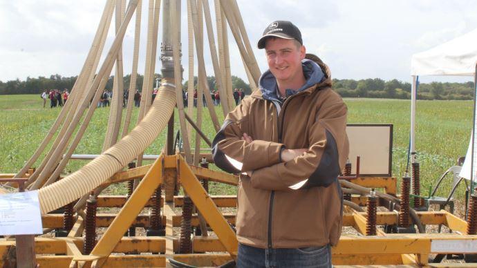 François Becquet a construit un semoir qui se vend environ 70000€ pour seulement 27000€ de composants. (©Paul Renaud)