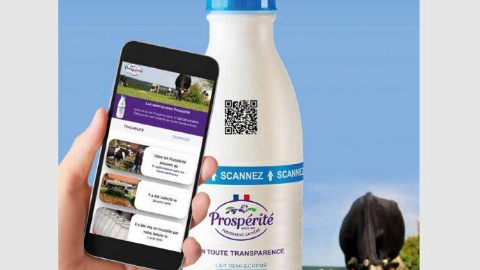 Le lait Prospérité offre aux consommateurs la possibilité de connaitre les infos de traçabilité et les critères du cahier des charges. (©Prospérité fermière Ingredia)