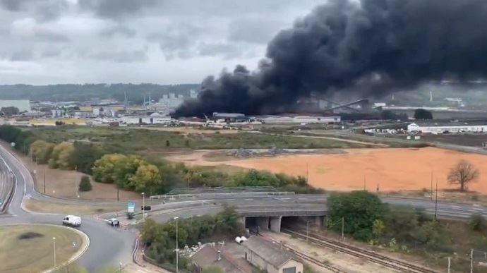 L'Anses a analysé 502 denrées alimentaires prélevées après l'incendie de l'usine chimique Lubrizol à Rouen.(©DR)