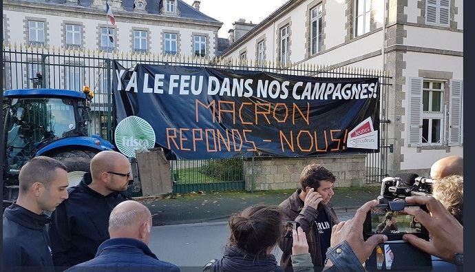 Manifestation du 22 octobre devant la préfecture de Vendée. (©Compte Twitter FDSEA Vendée)