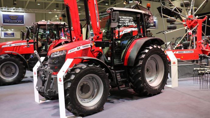 Massey Ferguson a dévoilé les nouveaux MF 5700M au salon Agritechnica. (©TNC)