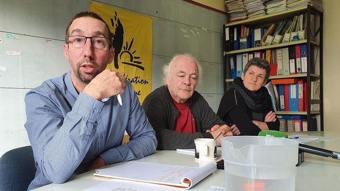 Nicolas Girod, porte-parole de la Confédération paysanne, aux côtés de Jean-François Périgné (trésorier) et Véronique Marchesseau (secrétaire nationale) lors d'une conférence de presse jeudi 23 janvier 2020.(©TNC)
