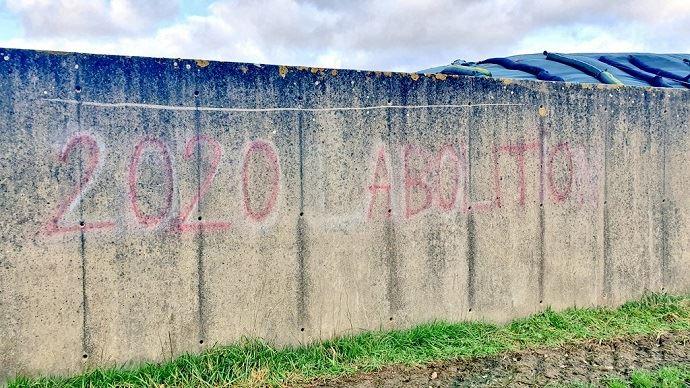 Des militants antispécistes se sont introduits sur l'exploitation d'Etienne Fourmont dans la Sarthe. (©@agrikol)