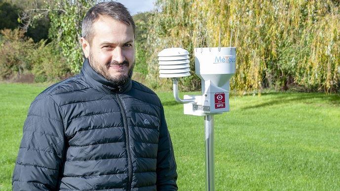 Guillaume Compin, céréalier dans l'Indre, a investi dans la station météo connectée Météus il y a trois ans. (©Nicolas Mahey)