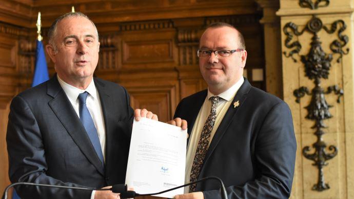 Le ministre de l'agriculture et le député Olivier Damaisin. (©TNC)