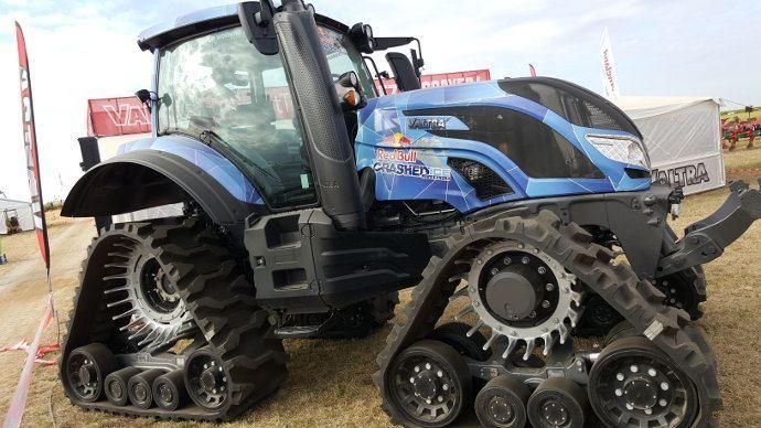 Pour sa première journée terrain, Innov-Agri s'intéresse au sol, aux pneumatiques et à la traction. (©TNC)
