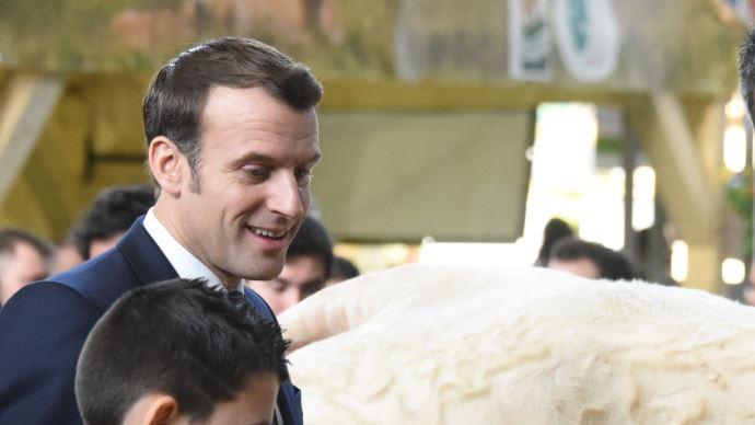 Depuis le début de la pandémie, Emmanuel Macron rappelle l'importance stratégique du secteur agricole français (©TNC)