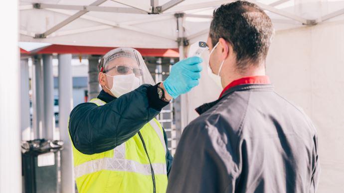 La température de chaque salarié est relevée à l'entrée du site industriel d'Agco de Beauvais pour respecter les règles sanitaires. (©Massey Ferguson)
