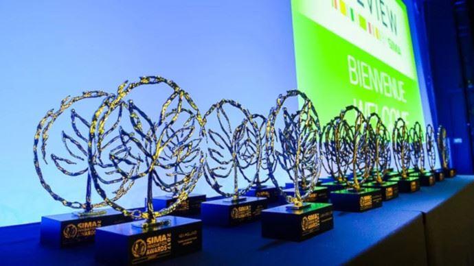 Les exposants dont l'innovation séduit le jury remportent le trophée Sima Innovation Awards. (©Sima)