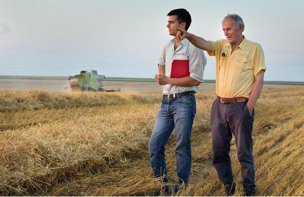Le renouvellement des générations en agriculture, un enjeu crucial pour assurer la souveraineté alimentaire de la France. (©Budimir Jevtic, Fotolia)