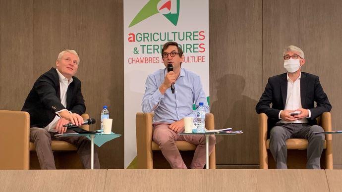 Le président de l'APCA (au centre) a rappelé le rôle central des chambres d'agriculture dans l'accompagnement des transitions et la mise en oeuvre du plan de relance, le 8 septembre. (©TNC)