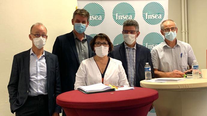 Les rapporteurs du rapport d'orientation 2020 de la FNSEA autour de Christiane Lambert, présidente du syndicat. (©TNC)
