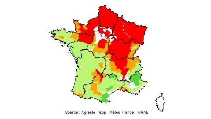 Pousse de l'herbe au 20 août 2020. En rouge: déficit important (75% et moins) ; en orange: déficit faible (de plus de 75% à 90%) ; en vert: normal (de plus de 90% à 110%) ; en vert foncé : excédent (plus de 110%).(©Agreste-Isop-Météo France - Inra)