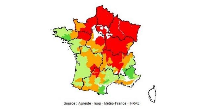 Pousse de l'herbe au 20 septembre 2020. En rouge: déficit important (75% et moins) ; en orange: déficit faible (de plus de 75% à 90%) ; en vert: normal (de plus de 90% à 110%) ; en vert foncé : excédent (plus de 110%).(©Agreste-Isop-Météo France - Inra)