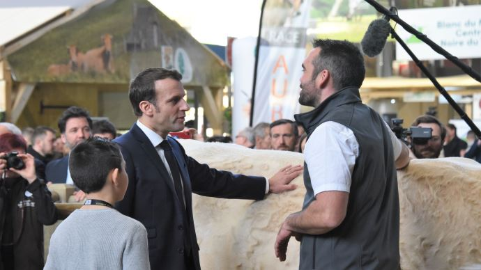 Emmanuel Macron lors de l'inauguration du salon de l'agriculture en 2020. (©TNC)