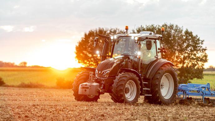 Valtra fournit le tracteur du Tour de France des agriculteurs d'aujourd'hui, sonG 135 Versu. (©Valtra)