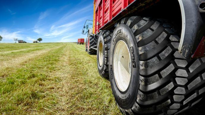 BKT ajoute trois dimensions de pneus radiaux à sa gamme V-Flexa pour les remorques agricoles. (©BKT)