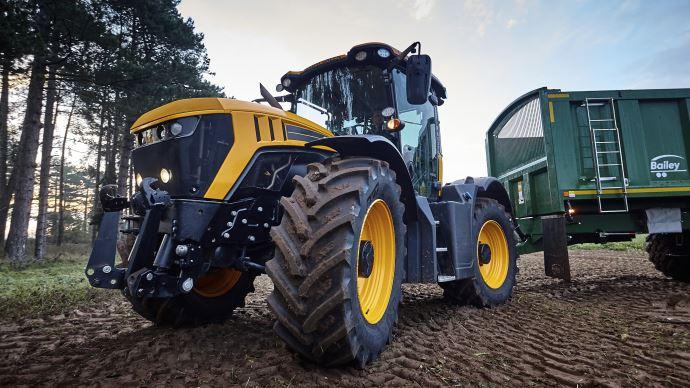 Pour BKT, une des solutions pour réduire le tassement du sol est d'utiliser des pneus de technologie VF pour augmenter la surface d'empreinte. (©BKT)