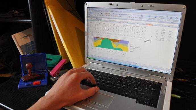 Des logiciels, comme Mil'Klic, permettent de calculer les principaux indicateurs de référence en élevage laitier. (©TNC)