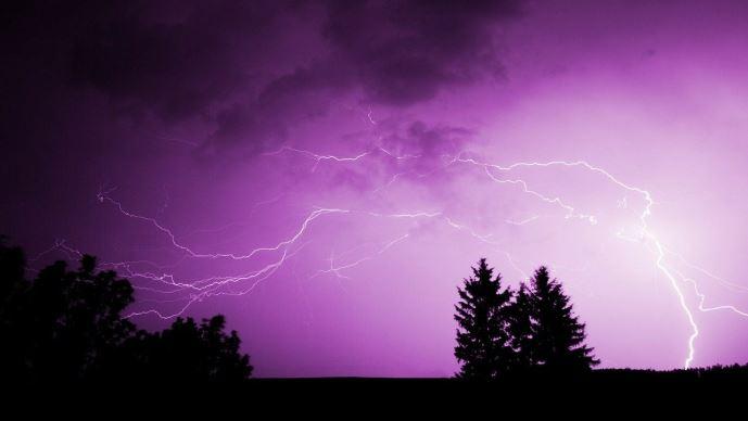 Les orages sont «caractérisés par une série d'éclairs et de coups de tonnerre» (©Pixabay)