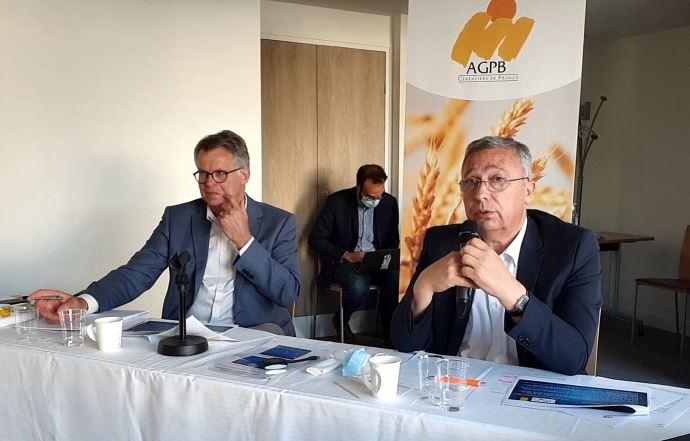 Philippe Heusèle (à gauche) et Éric Thirouin (à droite) ont dressé, mardi 7 septembre 2021, le bilan de la récolte céréalière 2021 et les perspectives de la prochaine campagne. (©TNC)