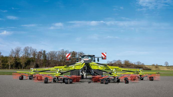Claas renouvelle sa gamme d'andaineurs à 4 rotors baptisée Liner. (©TNC)