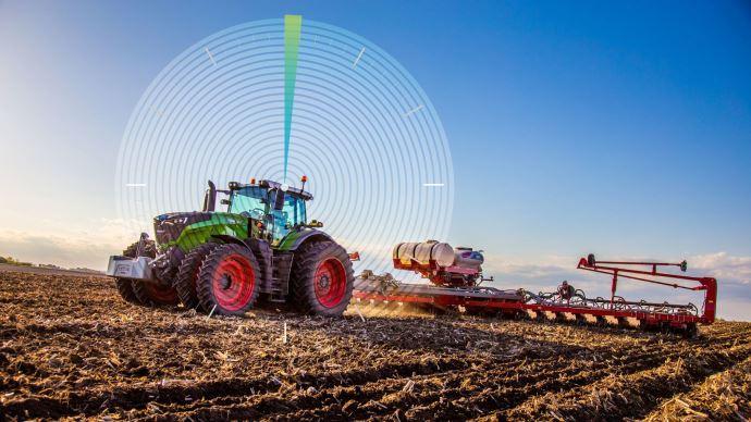 Les tracteurs Fendt bénéficiant du guidage GPS seront désormais équipés du récepteur Smart 7 de Novatel en standard. (©Fendt)