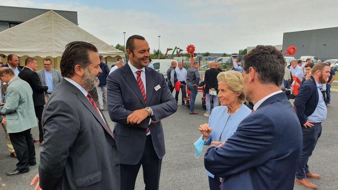 Mirco et Andreas Maschio ont félicité Caroline Cayeux et Michel Schietequatte pour leur collaboration lors de l'inauguration des locaux flambant neuf de Beauvais. (©TNC)