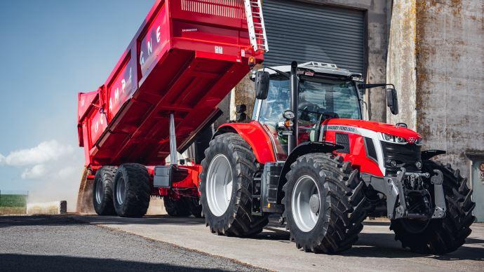 Le tracteur Massey Ferguson MF 7S bénéficie de 44,5t de PTRA. (©Massey Ferguson)