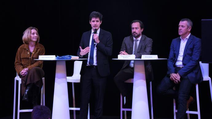 Le ministre de l'agriculture, entoure des deputes Sophie Beaudoin-Hubiere et Gregory Besson-Moreau, et de Michel Biero (Lidl), au Sommet de l'elevage le 5 octobre. (©TNC)