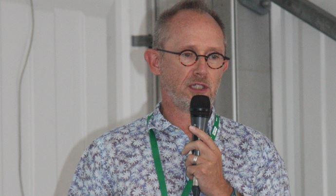 «Le sol autour d'une racine vivante est foncièrement différent du reste du sol», explique Philippe Hinsinger, chef du département Agroécosystème de l'Inrae.(©Emilie Durand)