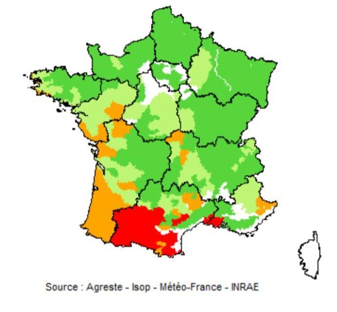 Pousse de l'herbe au 20 septembre 2021. En rouge: déficit important (75% et moins) ; en orange: déficit faible (de plus de 75% à 90%) ; en vert: normal (de plus de 90% à 110%) ; en vert foncé : excédent (plus de 110%). (©Agreste-Isop-Météo France - Inrae) (©Agreste)